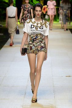 Dolce & Gabbana Spring 2017 Ready-to-Wear Catwalk Fashion, Fashion 2017, Couture Fashion, High Fashion, Fashion Show, Fashion Looks, Fashion Outfits, Womens Fashion, Fashion Design
