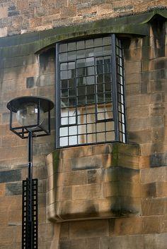 Charles Rennie Mackintosh design detail at the Glasgow School of Art. Charles Rennie Mackintosh, Art Nouveau, Art Deco, Architecture Details, Interior Architecture, Mackintosh Design, Bauhaus, Glasgow School Of Art, Design Movements