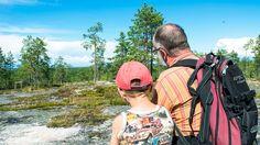 Aivan Kajaanin vieressä sijaitseva Akkovaara on vielä monille tuntematon paikka. Retkipolkujen varrella riittääkin nähtävää koko perheelle…