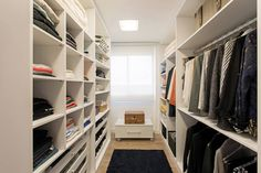 Un buen vestidor debe siempre permanecer limpio, ordenado y…