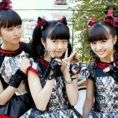 Yui-san looks like she has cat ears Japanese Girl Band, Moa Kikuchi, Heavy Metal Bands, Alternative Music, Best Friend Pictures, Girl Bands, Visual Kei, Pop Group, Hard Rock