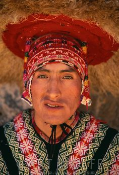 Portrait of a Quechua man, Peru. Traditional Fashion, Traditional Outfits, Traditional Styles, Beautiful World, Beautiful People, Tribal People, Inca, Folk Costume, Costumes