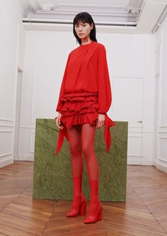 Givenchy fall 2017 collection - Article by Vogue - Runway photo of red shirt dress ? ~ Another complete red outfit ! Loveee the top would wear to fancy party! Red Fashion, Fashion 2017, Look Fashion, Fashion News, Runway Fashion, High Fashion, Winter Fashion, Fashion Show, Fashion Design