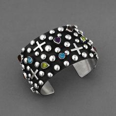 Jewelry   Jewellery   ジュエリー   Bijoux   Gioielli   Joyas   Art   Arte   Création Artistique   Artisan   Precious Metals   Jewels   Settings   Textures   Cuff   Ronnie Willie (Navajo). Sterling Silver, Semi Precious Gem Stones