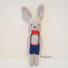 çok efendidir kendisi   #crochet #amigurumi #amigurumipattern #elyapimi #organik #istanbul #örgüoyuncak #sleepingfriend #amigurumiaddict #amigurumitoy #handcraft #ilovecrochet #handmadetoys #crochettoy #yarnartjeans #babyshower #instacrochet #crochetlove #amigurumis #häkeln  #bunny # by atolyeirebis