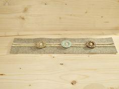 Tischläufer - Tischläufer aus Filz mit Holzknöpfen - ein Designerstück von Nadeltasse bei DaWanda Shops, Belt, Accessories, Felting, Belts, Tents, Retail, Retail Stores, Jewelry Accessories