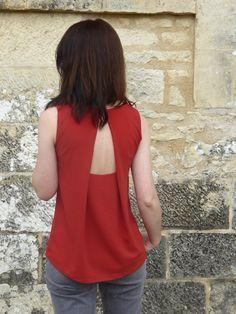 Je cherchais un patron original mais sobre pour transformermon beau coupon de crêpe…. et un jour, le patron dela robe Ivy, du Magasine Nov-Dec 2015 de la Maison Victor m'est apparu!…