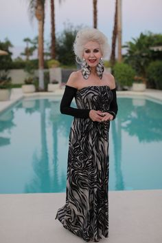 I love how Colleen always pairs simple, elegant dresses with dramatic statement earrings. Mature Fashion, Older Women Fashion, 60 Fashion, Sexy Older Women, Fashion Over 50, Old Women, Womens Fashion, Beautiful Women Over 50, Beautiful Old Woman
