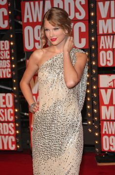 Kaufmanfranco at the MTV Video Music Awards - Style Crush: Taylor Swift's Red Carpet Glamour - Photos
