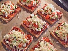 Εύκολη πίτσα με ψωμί του τοστ | InfoKids Brunch Recipes, Baby Food Recipes, Easy Snacks, Bruschetta, Afternoon Tea, Finger Foods, Vegetable Pizza, Food To Make, Food And Drink