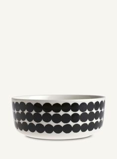 this is the Marimekko Siirtolapuutarha Räsymatto bowl. maybe too big for everyday use for dinner? i wish marimekko made a smaller everyday bowl/plate. Marimekko, Four Micro Onde, Kitchenware, Tableware, Vintage Design, Serving Dishes, Crate And Barrel, Timeless Design, Matcha