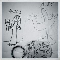 Ainara y Alex se dibujaron para que su mamá los lleve siempre consigo.