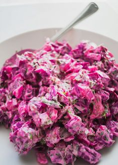 A healthy creamy and refreshing beetroot salad dip with Greek yogurt fresh herbs onion and garlic. Toss on top of lettuce or baby spinach leaves for a quick dinner salad or serve along with meat and fish. YUM FACTOR: It gets even better while it sits! Beetroot Recipes, Beet Salad Recipes, Beetroot Dip, Greek Dip, Eat Greek, Greek Appetizers, Pickled Beets, Greek Yogurt Recipes, Greek Dishes