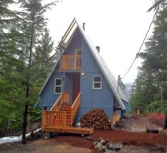 This is the view of the cabin as you pull up the driveway.