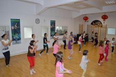 Cursuri de dans popular pentru copii - Scoala de dans Stop&Dance Basketball Court, Popular, Blog, Most Popular, Blogging, Folk