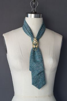 Leopard Italian Silk and Wool Blend Fashion Tie Accessory - Brinko Ties Tie Styles, Scarf Styles, Diy Fashion, Trendy Fashion, Carolina Herrera, Old Ties, Tie Crafts, Back Neck Designs, Fabric Jewelry