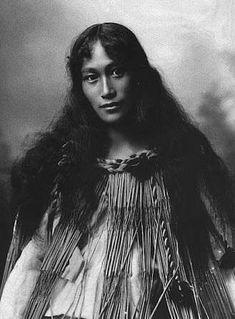 My friend's great grandma posing in traditional Maori cloak c. 1920 : OldSchoolCool