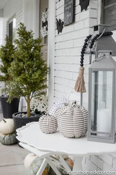 Black and white pumpkins for a Halloween front porch