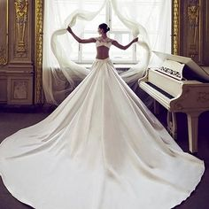 Lovely bride wearing @nurithenofficial's new dramatic collection The White Heart#NuritHen #wedding #weddinggowns #sexy #new #collection #drama #weddingdress #bridalgown #love #bride #bridetobe #bridalinspo #designer #luxurywedding #luxury #bridetobe #brid
