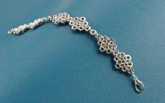 Armbänder - Geometrisches Armband aus Schraubenmuttern - ein Designerstück von letandas bei DaWanda