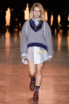 TommyNow Spring 2020 Ready-to-Wear Fashion Show - Vogue Vogue Paris, Sport Outfits, Summer Outfits, Tommy Hilfiger Outfit, Pret, Carlo Scarpa, Sport Chic, Fashion Show Collection, Casual Street Style