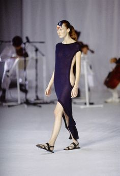 Chalayan Spring 1998 Ready-to-Wear Fashion Show - Maggie Rizer
