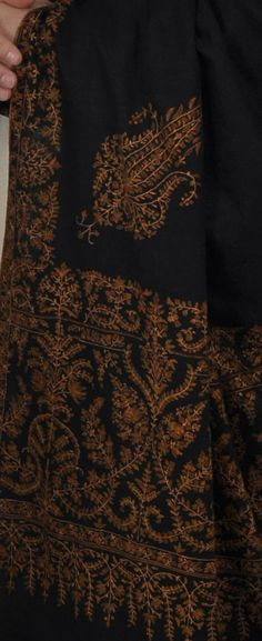 Black Pure Kashmir Pashmina Sozni Hand Embroidered Men s Shawl Châle  Pashmina, Sherwani, Mode Indienne 569c920dd85