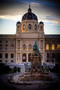 The Museum of Natural History and the Kunsthistorisches Muesum Wien are located on the left and right of the Maria-Theresien-Platz in Vienna. #feelaustria