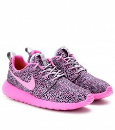 Nike - Nike Roshe Run sneakers - Never wear white tennis shoes. If you're going to wear sneakers, wear some color. Nike Roshe Run Green #Cheap #Sneakers!!!Need a pair! Love Womens style at #frees2014 org!