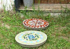 Värikkäät betonilaatat tuovat puutarhaan iloa ja ilmettä. Laatat sopivat hyvin…