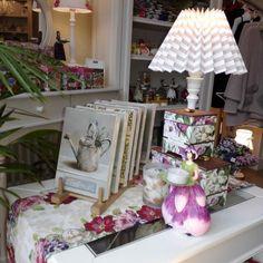 Guten Morgen! Wir bringen mal etwas Farbe in diesen grauen Tag  #WisteriasRoom #potsdam #berlin #shoplocal #british #light #living #accessory #decoration #interiordesign #candle #gifts #instahome #fashion #towel #pillow #design #creative #shabbyhomes #vintagestyle