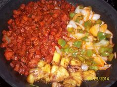 Tacos al Pastor Lety Almaguer  Rinde 12 tacos Ingredientes: 12 Tortillas de maiz o harina 2 Libras de carne de puerco en trocitos 1 Taza de chile ancho molido con ajos, oregano, canela, sal y…