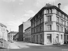 Carl F. Johannessen AS, Tobakksfabrikk  Sigar- sigarett og tobakksfabrikk med produksjonslokaler på Vaterland, senere fusjonert med Glotts tobakksfabrikk før disse ble fusjonert med Langaard i 1950-årene og samlet på Bislett.