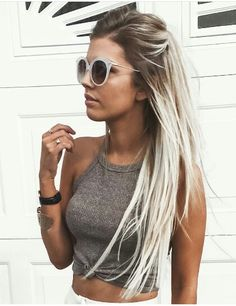 Haare delicate summer hair color for brunette balayage 2019 have a look! Brown Blonde Hair, Platinum Blonde Hair, Blonde Wig, Platinum Blonde Highlights, Blonde Hair With Roots, Grey Blonde, Frontal Hairstyles, Wig Hairstyles, Popular Hairstyles