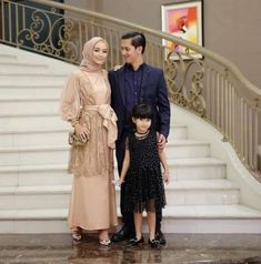 Ideas fashion design inspiration ideas gowns for 2019 Kebaya Modern Hijab, Kebaya Hijab, Kebaya Dress, Dress Pesta, Kebaya Brokat, Dress Brokat Muslim, Dress Brokat Modern, Muslim Dress, Model Kebaya Muslim