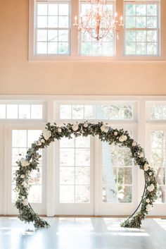 Circle ceremony backdrop idea for your wedding Wedding Altars, Wedding Props, Boho Wedding, Wedding Flowers, Wedding Ceremony Decorations, Ceremony Backdrop, Bridal Table, Flower Circle, Dusty Blue Weddings