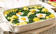 MAGGI Rezeptidee fuer Spiegeleier-Gratin mit Kartoffeln und Spinat