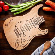 E-Gitarre als Küchenbrett Vatertagsgeschenk / guitar cutting board gift made by LPZ GmbH via DaWanda.com #diycuttingboard