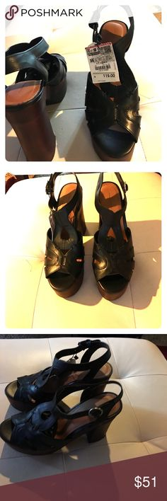 Zara open heels Beautiful Zara open toes heels. New with tags Zara Shoes Heels