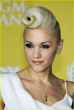 Gwen's awesome suicide roll. Mine would probably look like some horn coming from my forehead! lol