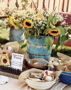 Blue tablecloth, burlap placemats, sunflowers in blue pitcher  WONDERFUL!