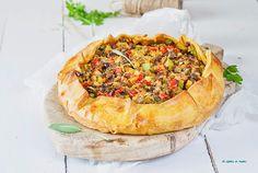 Empanada abierta de verduras con masa de curry
