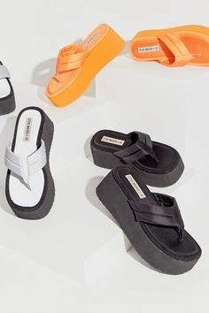 Steve Madden and Urban Outfitters bring back the with slinky platforms Platform Flip Flops, Platform Shoes, Sneakers Fashion, Fashion Shoes, Funky Shoes, Aesthetic Shoes, Hype Shoes, Sandals Outfit, Sneaker Heels