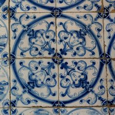 in LOVE with these delft #tiles -Northumberland, England.