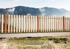 #Staccionata Laives in acciaio #Corten e stecche verticali in legno fissate alle correnti orizzontali. Ideale per #recinti di parchi, giardini o scuole, in quanto evita le possibilità di fuga.
