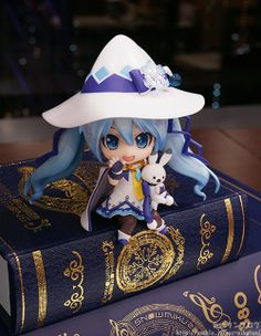 This snow Miku nendoroid is just too cute and fun to play with! I'm not a huge fan of Vocaloid but I really want her now! #miku #vocaloid #nendoroid