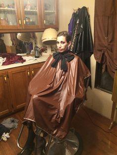image | von jn8278 Hair Foils, Blouse Nylon, Girly Captions, Capes, Hair Color For Women, Medium Hair Styles, Hairdresser, Barber Chair, Blonde Hair
