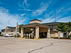 Michigan City (IN) Quality Inn United States, North America Located in Michigan City, Quality Inn is a perfect starting point from which to explore Michigan City (IN). Featuring a complete list of amenities, guests will find their stay at the property a comfortable one. To be found at the hotel are 24-hour front desk, facilities for disabled guests, Wi-Fi in public areas, car park, newspapers. Guestrooms are fitted with all the amenities you need for a good night's sleep. In s...