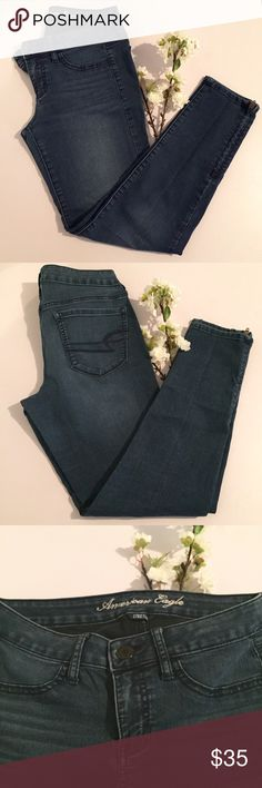 American Eagle Ankle Jeans Great pair of jegging. Only been worn a couple times. They are in great condition no damages. They have zipper at the bottoms as show in the last picture. American Eagle Outfitters Jeans Skinny