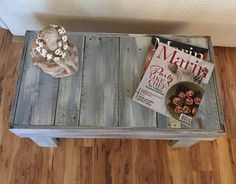 "30"" x 16"" x 16"" Pallet Table - so cute!"